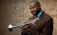 La découverte d'un musicien rare à Paris : le trompettiste Sean Jones.