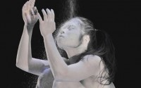 Légende : L'inquiétant solo de Carlotta Ikeda. Photographie : Frédéric Desmesure