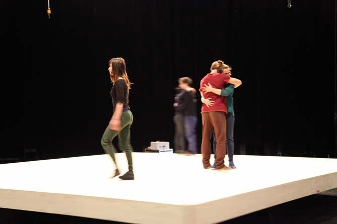 Celui qui tombe - Critique sortie Cirque Paris Théâtre du Châtelet