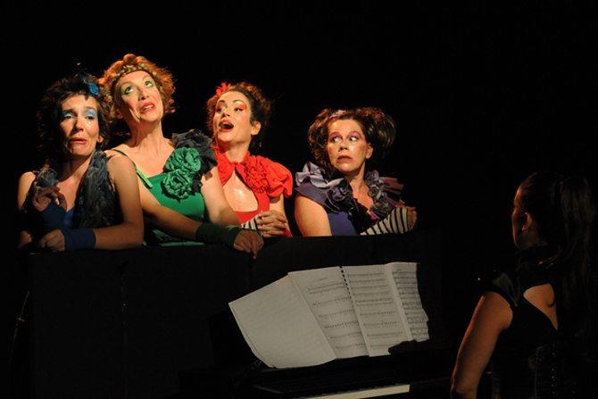 Les 4 Barbues – Quatuor vocal à rebrousse-poil - Critique sortie Avignon / 2015 Avignon Espace Roseau