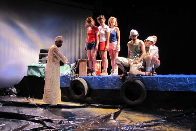 Pirogue - Critique sortie Avignon / 2015 Avignon Théâtre de la Rotonde