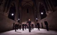 Légende : Chorus, de Mickaël Phelippeau, un moment de danse et de musique à couper le souffle. © Elian Bachini
