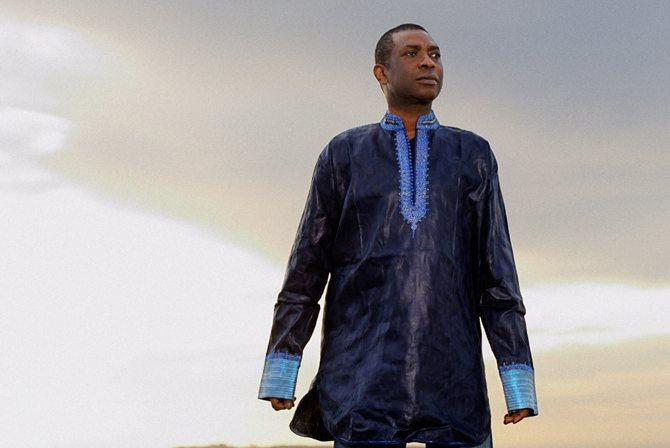 Youssou N'Dour sur la piste aux étoiles - Critique sortie Jazz / Musiques Paris _Cirque d'Hiver Bouglione
