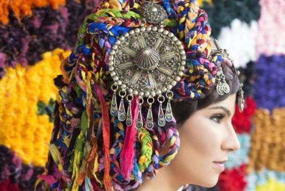 Les multiples couleurs de la chanteuse marocaine Oum. © Lamia Lahbabi