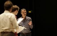 Ivo van Hove, en répétition. Crédit photo : Thierry Depagne