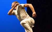 Crédit : Jurij Konjar Légende : Steve Paxton offre son solo au danseur Jurij Konjar.