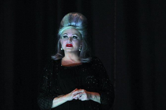 Madame - Critique sortie Théâtre Paris Théâtre de l'Oeuvre