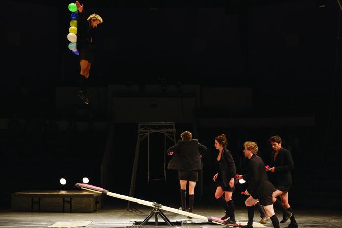 La bascule coréenne, un des temps forts du spectacle de fin d'études du CNAC. Crédit : Christophe Raynaud De Lage
