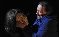 Charles embrasse Maryse et embrase la scène ! Crédit Photo : Tristan Jeanne-Valès