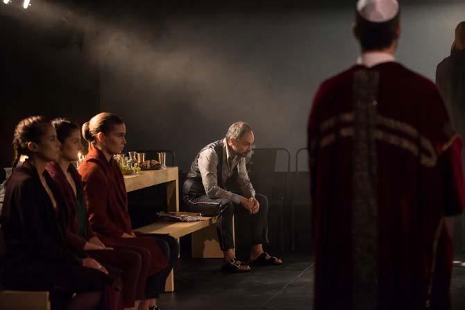 Légende : Lionel Peintre chante le rôle-titre de Giordano Bruno de Francesco Filidei dans la mise en scène d'Antoine Gindt.  © Philippe Stirnweiss