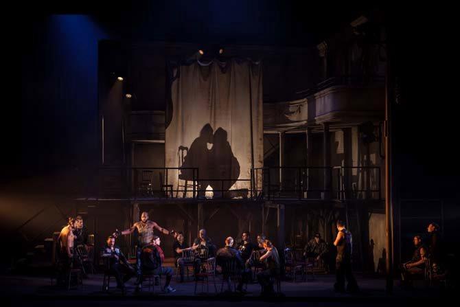 Légende : Le Trouvère de Verdi mis en scène par Richard Brunel. © Simon Gosselin