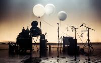 Une drôle de musique des sphères inventée par Thom Luz.  © Tabea Hüberli