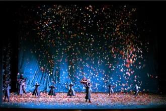 Légende : Les Boréades de Rameau, costumes de Michael Levine, Opéra national de Paris 2003. © Christian Lieber