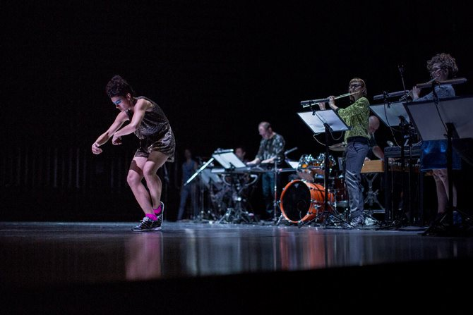 légende : Maud Le Pladec donne la première à Paris de Concrete, au festival June Events. © Konstanatin Lipatov
