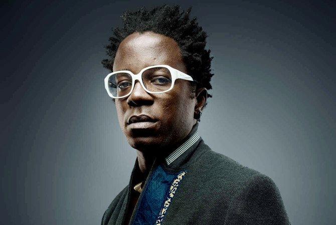Le chanteur Camerounais Blick Bassy. © Denis Rouvre