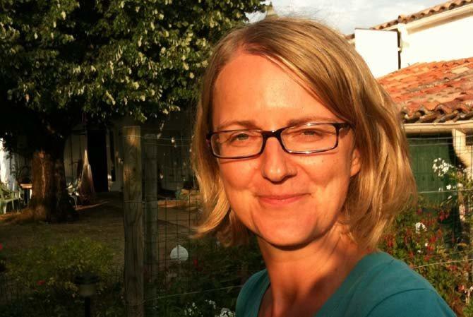 L'écrivaine <b>Karine Serres</b>. Crédit : Bertrand Couderc - a_la_renverse_karine_serres