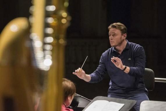 Michele Mariotti, directeur musical du Teatro Comunale de Bologne, dirige l'Orchestre national de France dans la Neuvième de Beethoven, les 23 et 24 juin. © Rocco Casaluci