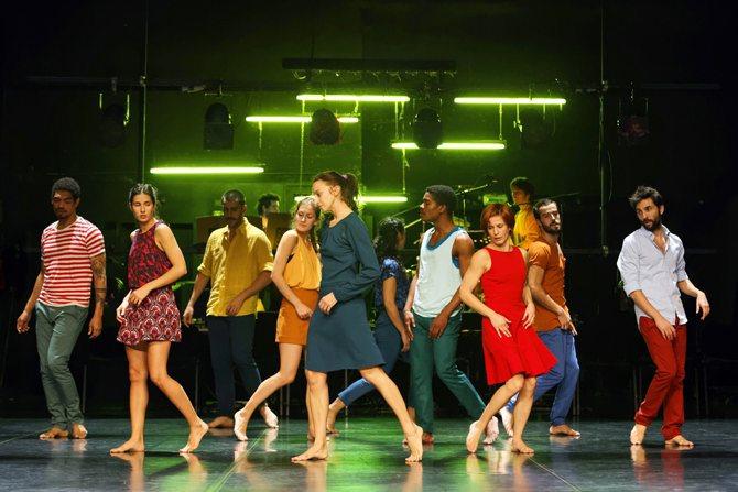 Crédit : José Alfredo Légende : Que fêtent les danseurs de Paulo Ribeiro ?