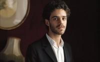 Le jeune pianiste français Adam Laloum, invité du Festival Chopin.  © Carole-Bellaiche-Mirare