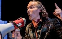 Odyssée ensemble & Cie, un ensemble inclassable de quatre cuivres et percussions passé maître dans l'art du théâtre musical. © JP Cohen
