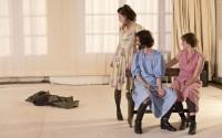 Crédit visuel : Theo Boermans Légende : Marie Bos, Estelle Franco et Francesco Italiano dans Nasha Moskva.