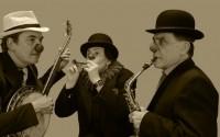 Crédit photo : DR Légende photo : Jean-Claude Bartnicki, Grégoire Maréchal et Silvia Rossini en vieux clowns.