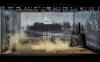 Crédit : D. Matvejevas Légende : Place des Héros, mis en scène par Krystian Lupa.