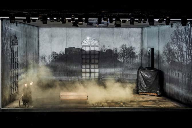 Place des Héros - Critique sortie Avignon / 2016 Vedène Festival d'Avignon. L'autre scène du Grand Avignon - Vedène