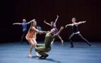 Crédit : Ryan Schude Légende : Quintett de William Forsythe par le L.A. Dance Project.