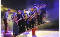 L�gende: Esquif et ses musiciens circassiens.     CR: Pierre Puech
