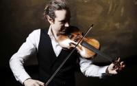 Le violoniste Julien Chauvin, à la tête du Concert de la Loge.