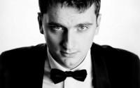 Légende : Le jeune baryton Piotr Kumon chante le rôle-titre d'Owen Wingrave de Britten à l'Opéra Bastille. © DR