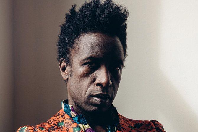 Légende : Le poète et musicien Saul Williams en concert en octobre. Crédits : Geordie Wood