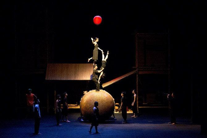 Crédit : DR Légende : À Õ Làng Phô, un cirque du Vietnam entre ruralité et urbanité.