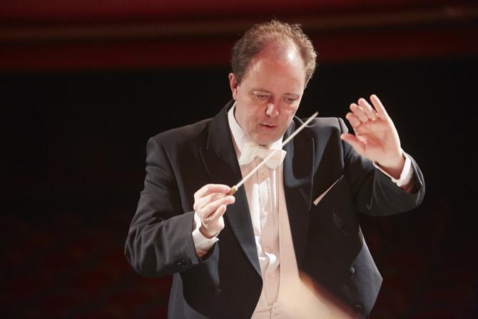 Le chef d'orchestre Nicolas Chalvin © M-Vanappelghem