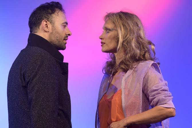 Présents parallèles - Critique sortie Théâtre Paris La Reine Blanche