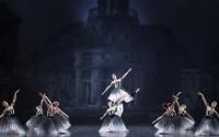 Crédit : Francette Levieux Légende : Le Brahms – Schoenberg Quartet de Balanchine de retour à l'Opéra.
