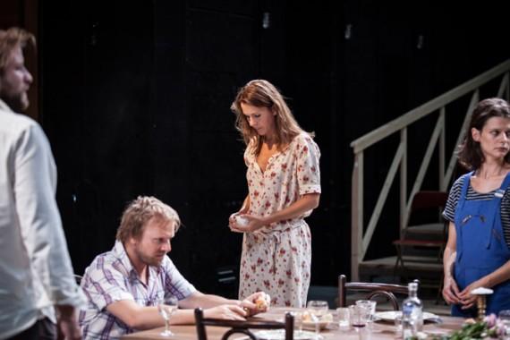 Vania, d'après Oncle Vania d'Anton Tchekhov, au Théâtre du Vieux-Colombier.  Crédit : Simon Gosselin