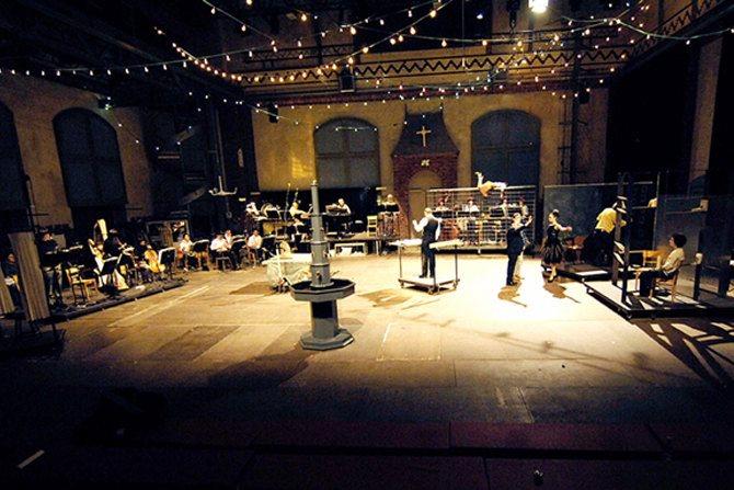 Légende : Votre Faust, un opéra mythique d'Henri Pousseur et Michel Butor mis en scène par Aliénor Dauchez. © DR