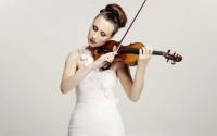 A l'âge de 12 ans, Jennifer Pike a été désignée « jeune musicienne » de l'année 2002 par la BBC.