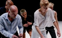 Crédit : Xavier Bourdereau Légende : Cinq danseurs, cinq personnes mis en danse par Julie Coutant et Eric Fessenmeyer.