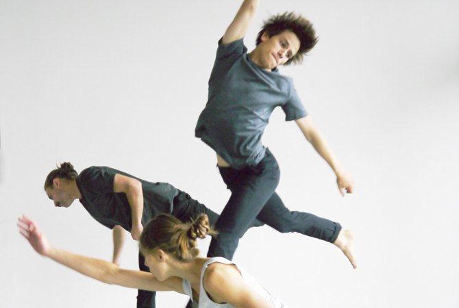 Faits et gestes - Critique sortie Danse Pantin CND Centre national de la danse