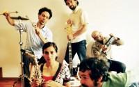 Les cinq Meridian Brothers jouent des folklores latinos et seventies avec un décalage d'orfèvre. © Lorenza Vargas