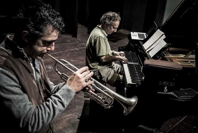 Le trompettiste Paolo Fresu et le pianiste Uri Caine en concert le 8 novembre à 20h30 à la Maison de la Culture de Nevers. © Roberto Cifarelli