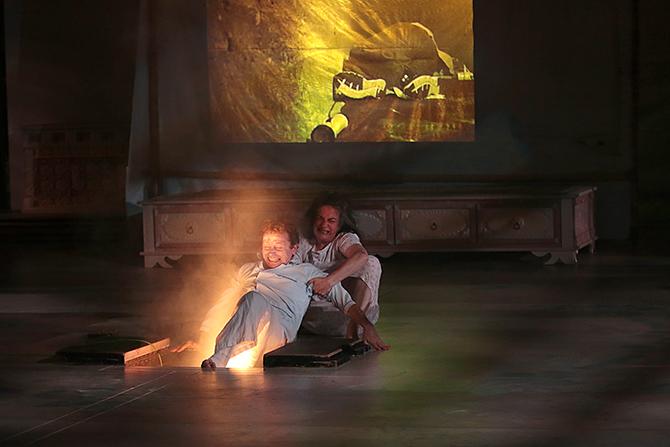 Une chambre en inde th tre critique journal la terrasse for Une chambre en inde theatre du soleil