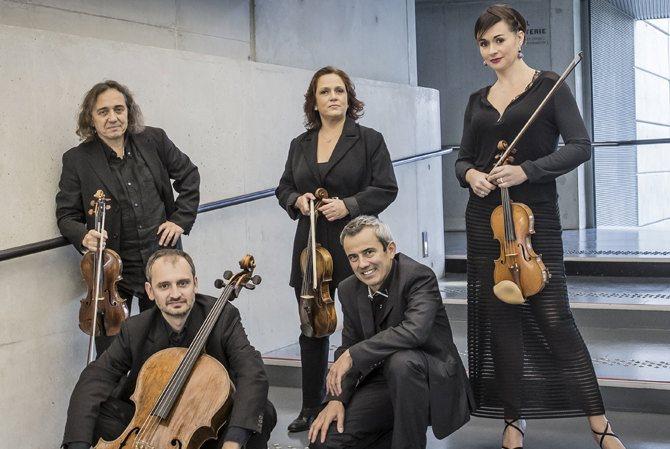 Cinq musiciens issus de l'ensemble Calliopée.