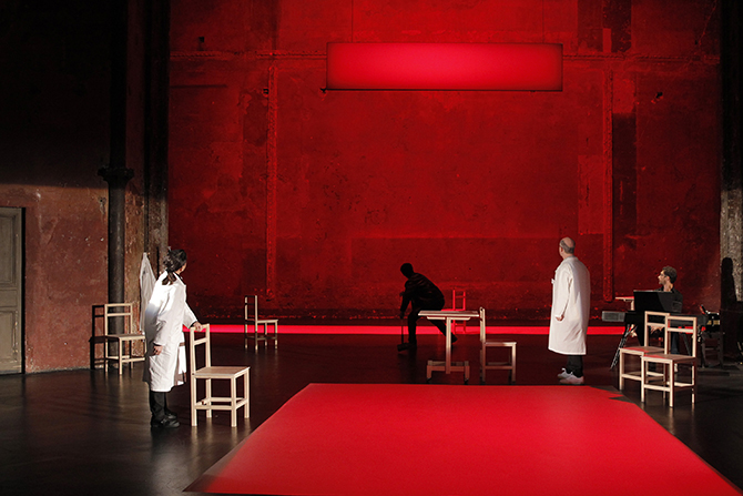 The Valley of Astonishment, au Théâtre des Bouffes du Nord.  Crédit: Pascal Victor/ArtComArt