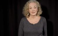 Catherine Hiegel interprète la Mère dans Un air de famille.