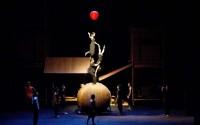 La ville gronde derrière l'osier des paniers du Cirque du Vietnam. Crédit : DR