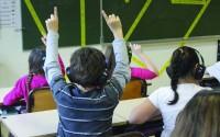 Crédit : Laure Delamotte-Legrand Légende : Julie Nioche retourne en classe pour le plus grand plaisir des enfants.